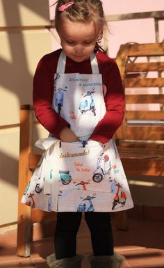 Cute preschool apron. Perfect for baking, doing crafts or simply just dress ups. A very practical gift for children who participate in family duties.