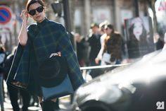 Miss Mira & her plaid cape. Paris. #MiroslavaDuma #Le21eme