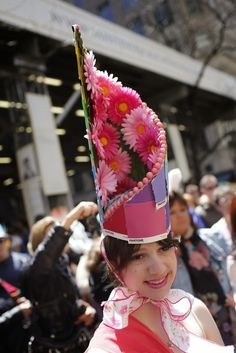 The Eggstraordinary Millinery Creations of the New York Easter Parade . Funny Hats, Cute Hats, Easter Hat Parade, French Hat, Hat Crafts, Races Fashion, News Boy Hat, Fascinator Hats, Hat Hairstyles