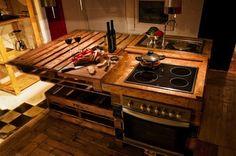 Amazing Uses For Old Pallets – 28 Pics Palette détourner Homemade Kitchen Island, Pallet Kitchen Island, Rustic Kitchen, Diy Kitchen, Pallet Counter, Recycled Kitchen, Kitchen Ideas, Wood Counter, Kitchen Images