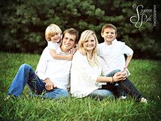 { Family Portrait } Love this pose for family of four