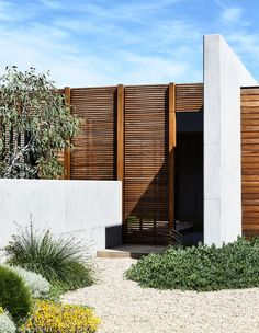 The Design Files - A 'Blank Canvas' House By The Beach - photo, Derek Swalwell Modern Landscape Design, Landscape Plans, Modern Landscaping, Backyard Landscaping, Landscaping Ideas, Modern Backyard, Backyard Ideas, Coastal Homes, Coastal Decor