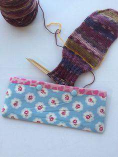 Double Pointed Knitting Needle Cozy - Crochet Hook Holder - DPN Pouch - Needle Cozy - Needle pouch - Sock Knitting Holder - Sock knitting by LowlandOriginals on Etsy Double Pointed Knitting Needles, Knitting Socks, Knitting Ideas, Knitted Bags, Travelers Notebook, Fingerless Gloves, Crochet Hooks, Arm Warmers, Crochet Projects
