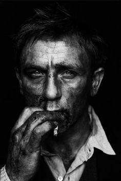 Phwooooaaarrr!!! Daniel Craig still looks good when he's a bit muddy