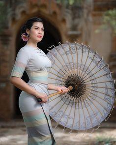 Beautiful Muslim Women, Beautiful Asian Girls, Gorgeous Women, Korean Beauty Girls, Asian Beauty, Model Girl Photo, Myanmar Traditional Dress, Traditional Dresses, Burmese Girls