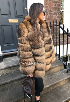 7 Ring Natural Raccoon Fur Coat with Collar Fur Vest Outfits, Fur Coat Outfit, Fur Fashion, Winter Fashion, Fashion Outfits, Fashion Rocks, Faux Coat, Fox Fur Coat, Chinchilla