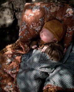 """132 """"Μου αρέσει!"""", 5 σχόλια - Shelby Hobbs (@shelbeenatural) στο Instagram: """"Outside naps. Oh the joys of a spring newborn. And he's one month old today."""""""