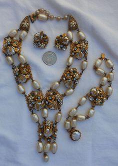 Vintage De mario RUNWAY necklace set.