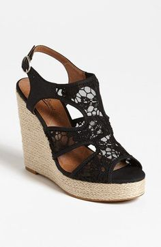 wedge + lace = LOVE!!