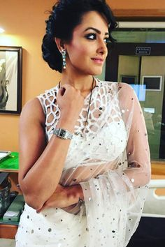 Anita Hassanandani's one shoulder top in Yeh Hai Mohabbatein is what gives her the style icon of television title.