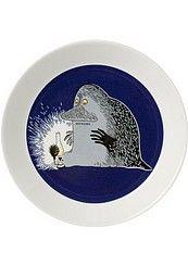 Arabia, Muumi matala lautanen Mörkö. Tämän matalan lautasen lisäksi otan mielelläni vastaan matalia muumilautasia aiheista seikkailu, kevätsävel, juoksujalka ja yhdessä.