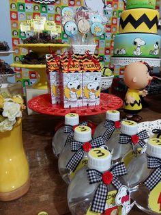 Mesa Completa com doces e personalizados. Painel e Balões serão cobrados a parte. Qualquer dúvida fico a disposição. Att. Ana
