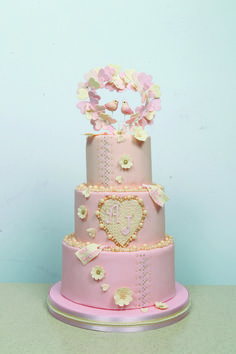 Love is in the air! Find out how to make this cake by Annabelle Jane in the February 2016 issue of Cake Craft & Decoration at www.cake-craft.com
