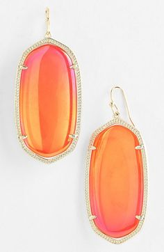 Gorgeous statement earrings http://rstyle.me/n/mn5dvnyg6
