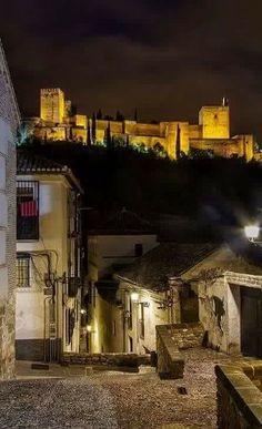 #Granada #Alhambra #Albaicin Granada Andalucia, Granada Spain, Andalusia Spain, Mughal Architecture, Spain Images, Grenade, Spain And Portugal, Sierra Nevada, Moorish