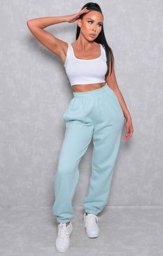 Cute Comfy Outfits, Sporty Outfits, Casual Fall Outfits, Stylish Outfits, Cute Sweatpants, Cuffed Joggers, Sweatpants Outfit, Look Fashion, Fashion Outfits