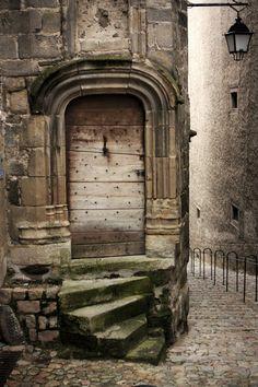 Unbelievably Beautiful Doors From Around The World   Design Inspiration. World Travel. #interiordesign #colors Read more: http://www.brabbu.com/en/inspiration-and-ideas/materials/unbelievably-beautiful-doors-from-around-the-world