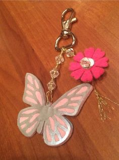 Heijastintehtailu jatkuu | Silmiinpistävää Hobbies And Crafts, Diy And Crafts, Crafts For Kids, Arts And Crafts, Sewing Projects, Projects To Try, Diy Keychain, Beading Tutorials, Make And Sell