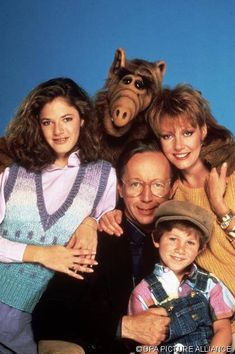 Alf-and-the-Tanners. My favourite! I still have my Alf! 80 Tv Shows, Old Shows, Great Tv Shows, Childhood Tv Shows, My Childhood Memories, Mejores Series Tv, Cinema Tv, Vintage Tv, Classic Tv