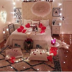 43 Amazing Bedroom Decor for Valentine Day. Romantic Bedroom Ideas For Valentines Day Romantic Room Decoration, Romantic Bedroom Decor, Stylish Bedroom, Romantic Dinners, Romantic Gifts, Romantic Night, Romantic Ideas, Romantic Quotes, Romantic Room Surprise