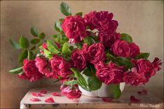 35PHOTO - Eleonora Grigorjeva - Прекрасны розы летним утром Table Flowers, Flower Vases, Flower Art, Still Life Flowers, Beautiful Flowers, Ikebana, Rose Vase, Still Life Photos, Still Life Photography