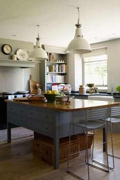 ideas Grey country kitchen from Plain English - Kitchen Design Ideas (.uk)Grey country kitchen from Plain English - Kitchen Design Ideas (. Traditional Kitchen Design, Kitchen Inspirations, Kitchen Remodel, English Kitchens Design, New Kitchen, House Interior, Kitchen Dining Room, Country Kitchen Designs, Home Kitchens