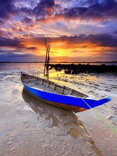 Indonesia Boat, Batam Island. Source 500px.com Photo by: Danis Suma Wijaya