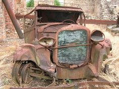 "I love the goofy ""face"" on this rusty truck! My new truck can you dig it??????????????????"