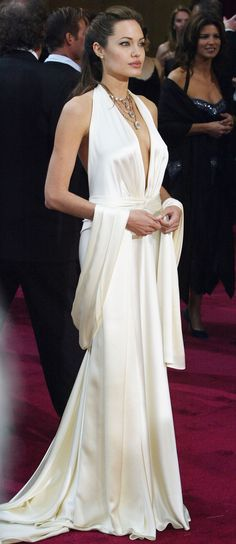 Angelina Jolie in Marc Bouwer at the Academy Awards 2004   - HarpersBAZAAR.co.uk