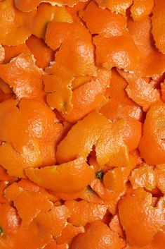 Dehydrate unused citrus rinds to use in recipes calling for fresh zest. Dried Orange Peel, Dried Oranges, Dried Fruit, Dehydrated Vegetables, Dehydrated Food, Veggies, Canning Food Preservation, Preserving Food, Canning Recipes