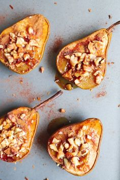 Quick and simple baked pears with walnuts. Vegan, gluten free, free from refined sugar, low calorie and low fat dessert. Healthy Recipes, Fruit Recipes, Sweet Recipes, Cooking Recipes, Pear Dessert Recipes, Vitamix Recipes, Jelly Recipes, Healthy Fruits, Healthy Smoothies