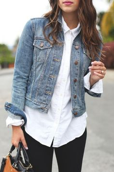 Dress up your classic denim jacket with a white button-up shirt. Pair the combo - Shirt Casuals - Ideas of Shirt Casual - Dress up your classic denim jacket with a white button-up shirt. Pair the combo with a red lip for a sassy date-night look. Outfits Leggins, Outfit Jeans, White Jacket Outfit, Denim Jacket Outfit Winter, Jean Jacket Outfits, Jacket Style, Denim Jacket Fashion, Pants Style, White Long Sleeve Shirt Outfit