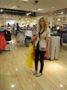 Taylor Swift street style 2009