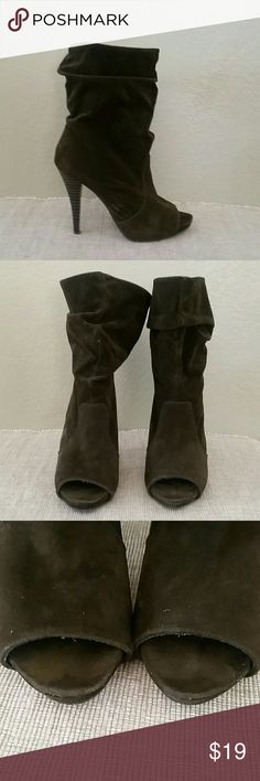 Breckelle's brown heeled peep toe boots size 6 Breckelle's boots, size 6, peep toe, pull in, brown, suede like look, 1/2 inch platform, 4 1/2 inch total heel height, total boot height is about 11 inches, pre-owned see pics breckelle's Shoes Heeled Boots