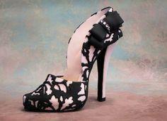Fondant/gum paste high heel shoe OMG AMAZING!!