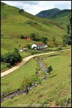Roça lirios do campo: Deus está presente em todos os lugares e momentos ... Country Farm, Country Life, Country Roads, Beautiful World, Beautiful Places, Nature Scenes, Lake District, Nature Pictures, Farm Life