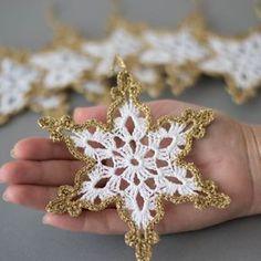 Crochet snowflakes oro bianco decorazione di SevisMagicalStitches