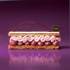 Un autre Mille-feuille, celui la a la framboise, a gouter(another one , this one with rasberries, to taste