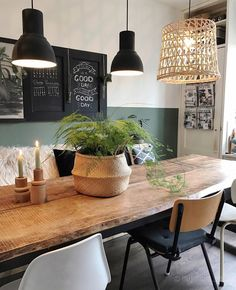Dining room with rustic wooden table and green wall in scandi .- Esszimmer mit rustikalem Holztisch und grüner Wand im scandi Look Dining room with rustic wooden table and green wall in a scandi look - Rustic Wooden Table, Wooden Tables, Dining Room Design, Dining Room Table, Green Dining Room Paint, Dining Rooms, Cosy Dining Room, Industrial Dining, Industrial Style