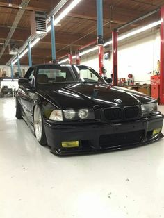 BMW E36 3 series black slammed Bmw 318i, Bmw E30, Bmw E36 Compact, E36 Cabrio, Bavarian Motor Works, Black Cars, Bmw 7 Series, Bmw Love, Old School Cars