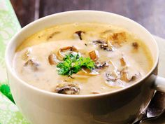 Herkkusienikeitto Low Carb Recipes, Soup Recipes, Good Food, Yummy Food, Cheeseburger Chowder, Risotto, Nom Nom, Food And Drink, Vegetarian