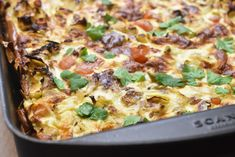 Æggekage i ovn med spidskål & creme fraiche | nogetiovnen.dk Omelet, Frittata, Danish Food, Always Hungry, Creme Fraiche, Hawaiian Pizza, Bacon, Lasagna, Dinner Recipes