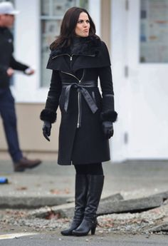 Lana Parrilla on set (November 4, 2015)