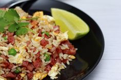 57853513 - dice bacon fried rice in black dish with lime wedge Arroz Risotto, Arroz Con Gandules, Bacon Fries, Spanish Food, Spanish Recipes, Lime Wedge, Rice Recipes, Fried Rice, Gastronomia