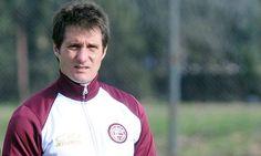 Lanús venció a Unión en un amistoso de pretemporada (Foto: Télam)   Leé la nota completa en http://www.pilarenlaweb.com.ar/2012/07/lanus-vencio-union-en-un-amistoso-de.html#