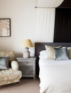 """How to have a cozy, romantic and """"luxury"""" bedroom? Some of us may focus on making the bed comfortable with thick mattresses and beautiful bedding but neglect the bed canopy. In fact, bed canopy is … Coastal Bedrooms, Trendy Bedroom, Luxurious Bedrooms, Bedroom Romantic, Bedroom Furniture Sets, Bedroom Bed, Girls Bedroom, Bedroom Benches, Bedroom Ideas"""