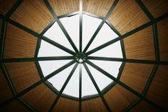 Así luce nuestro panel sándwich THERMOCHIP® en centros ecuestres | Thermochip | #panel #madera #wood #ceiling #techo #design #architecture