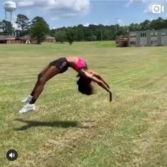 Gymnastics Stunts, Cheerleading Chants, Cheerleading Workouts, Cheer Workouts, Gymnastics Videos, Gymnastics Girls, Flips Gymnastics, School Cheerleading, Cheer Dance Routines