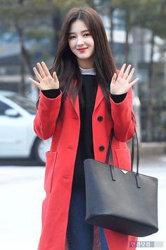Nữ idol bị chê xấu nhất lịch sử Kpop lăm le chiếm spotlight của dàn nữ thần, nam thần thế hệ mới - Ảnh 2.