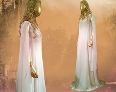 Cette magnifique robe est issue de la robe de que Lady Galadriel porte le Conseil blanc de dépistage de Peter Jackson de « The Hobbit - an Unexpected